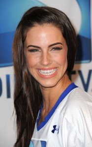 Jessica-Lowndes-Super-Bowl-90210-19065640-500-800